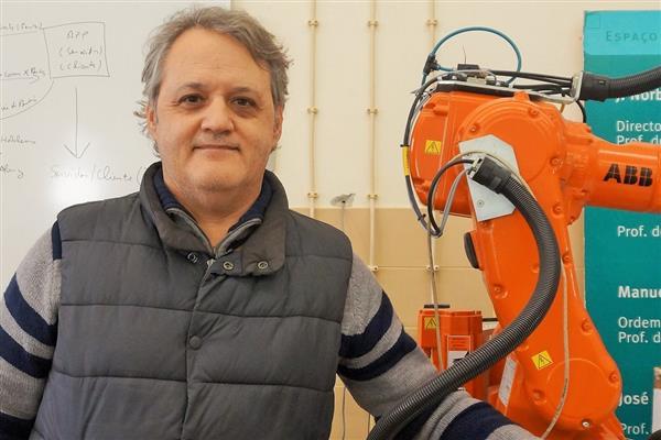 ポルトガルとノルウェーの研究チームが6軸のメタル3Dプリンターを開発