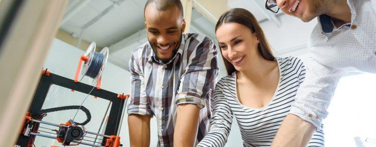 2019年のアディティブ・マニュファクチャリング業界労働者の平均給与額が低下