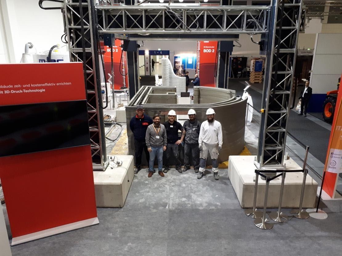 デンマークの建設企業がドイツの展示会で建設3Dプリンターのデモンストレーションを実施