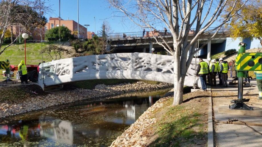 スペインで世界初のコンクリート3Dプリンター橋が誕生