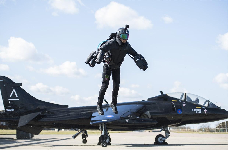 イギリスの発明家が3Dプリンターで空飛ぶジェットスーツを開発