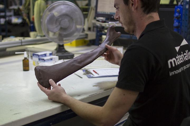マテリアライズが3Dプリンターでマンモスの実物大の骨格モデルを製造