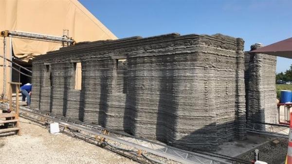 アメリカ海兵隊が500平方フィートのコンクリート建物を3Dプリンターで建設