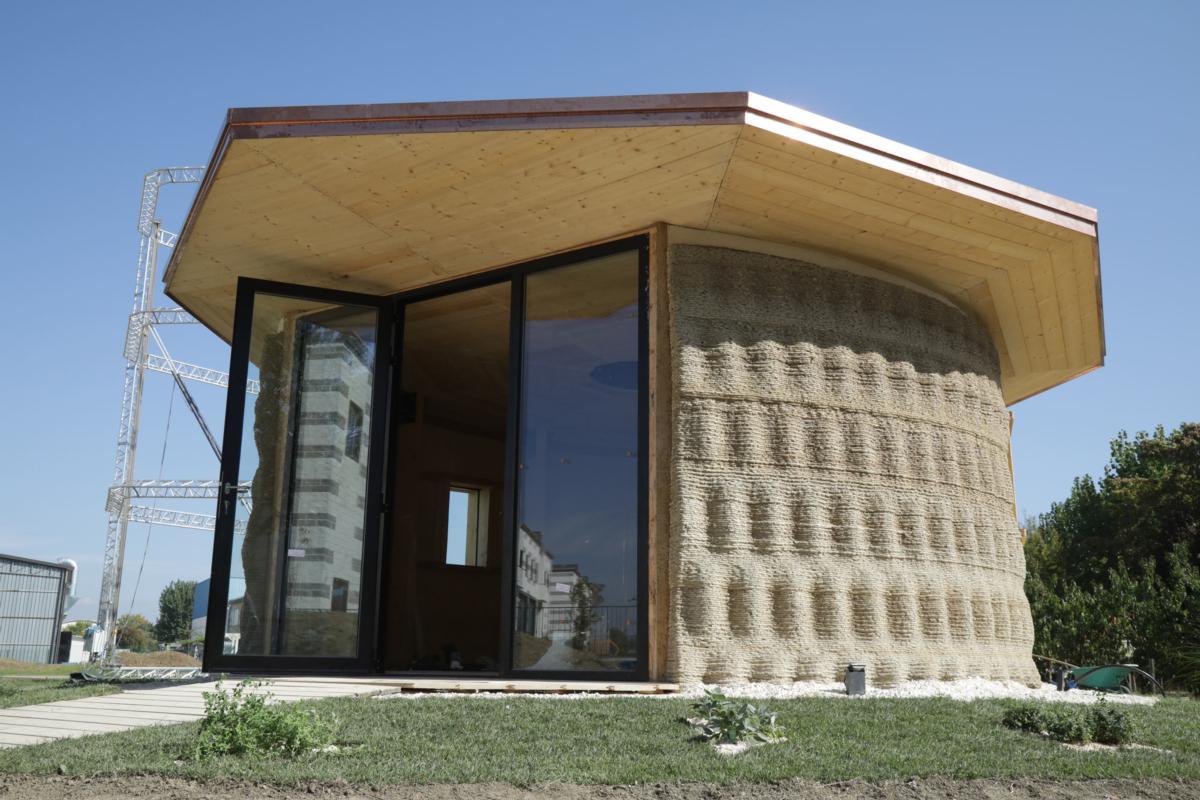 イタリアの3DプリンターメーカーのWASPがコスト1000ドルで3Dプリント住宅を建設