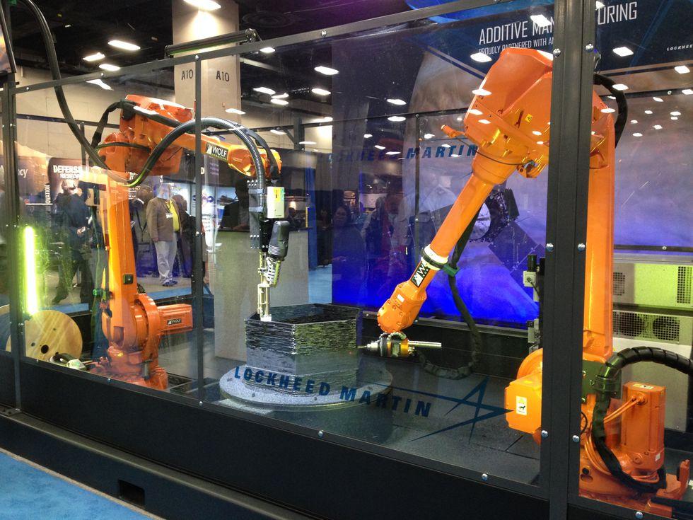 アメリカ海軍とロッキードマーティンが共同でAIベースの3Dプリンティングロボットを開発