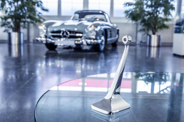 メルセデスベンツがクラッシックカーのパーツを3Dプリンターで製造