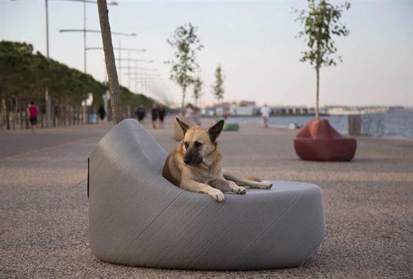 ギリシャでプラスチック廃材を使った屋外用家具製造プロジェクトが開始