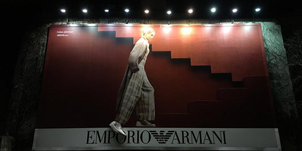 エンポリオアルマーニが巨大3Dプリントビルボード広告を制作