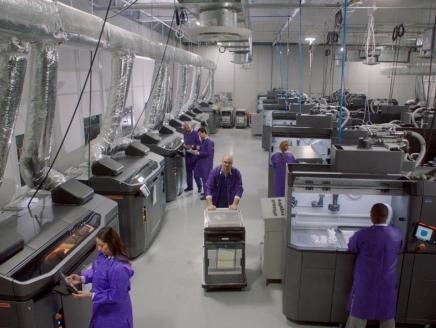 スマイル・ダイレクトクラブがHPの3Dプリンターで年2000万個の歯科矯正アライナーを製造へ