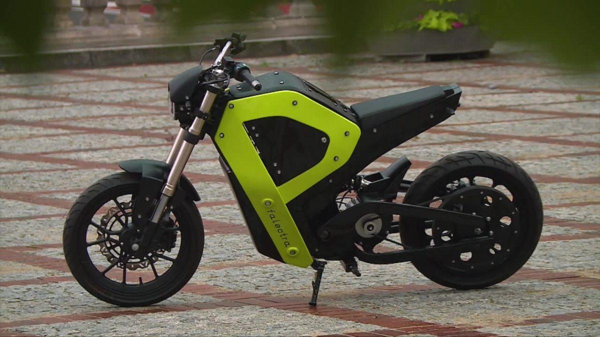 ポーランドのデザイナーがゾートラックスの3Dプリンターで電気オートバイのプロトタイプを作成