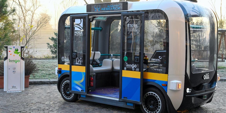 ローカルモーターズの3Dプリント小型自動運転バスがイタリアのトリノに導入