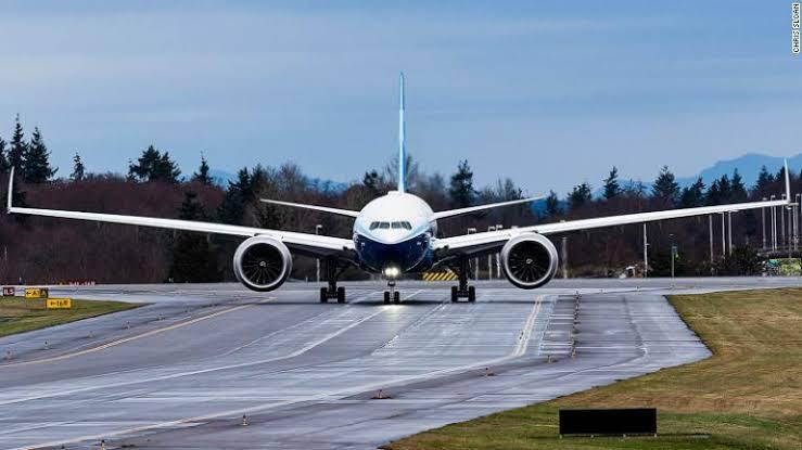 ボーイングが世界最大の双発エンジン旅客機ボーイング777Xの初飛行に成功