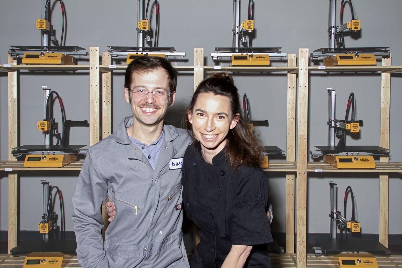 ニューヨークのボランティアが3Dプリンターで新型コロナウィルス用フェイスシールドを製造