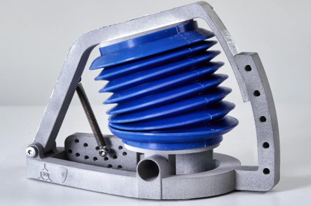 ランボルギーニが3Dプリンターで肺シミュレーターを製造
