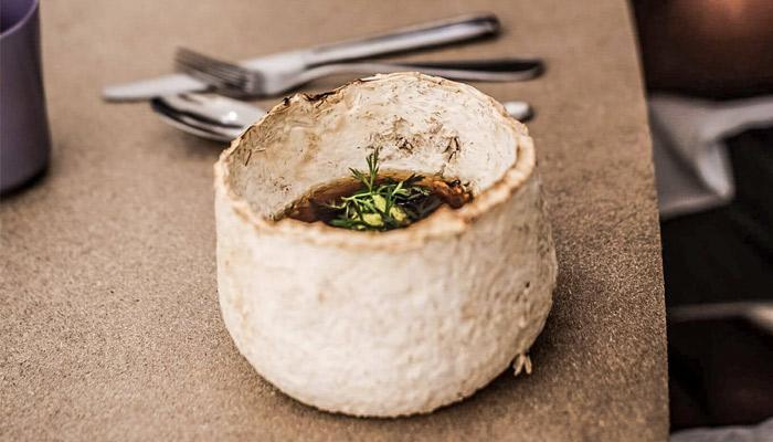 オーストリアのデザイナーが食品廃材でテーブルウェアを製造